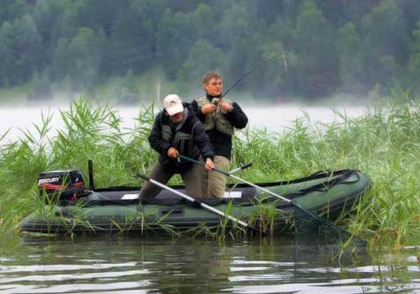 Выход на реку на лодке